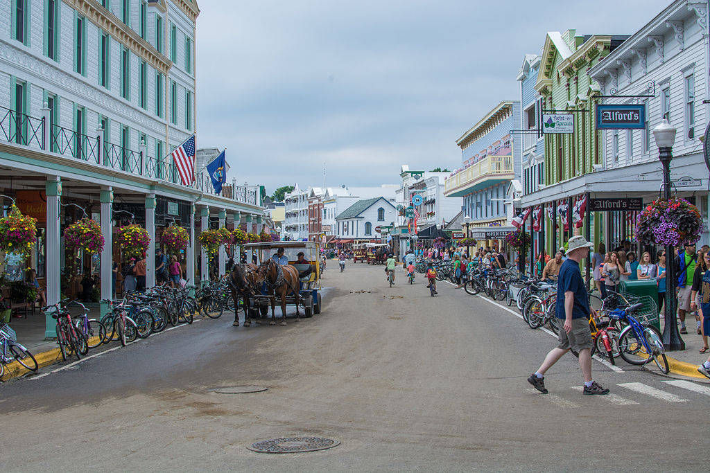 Viyage au sein de la rue de l'île makiniac aux USA