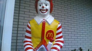 accueil par Ronald MacDonald le clown